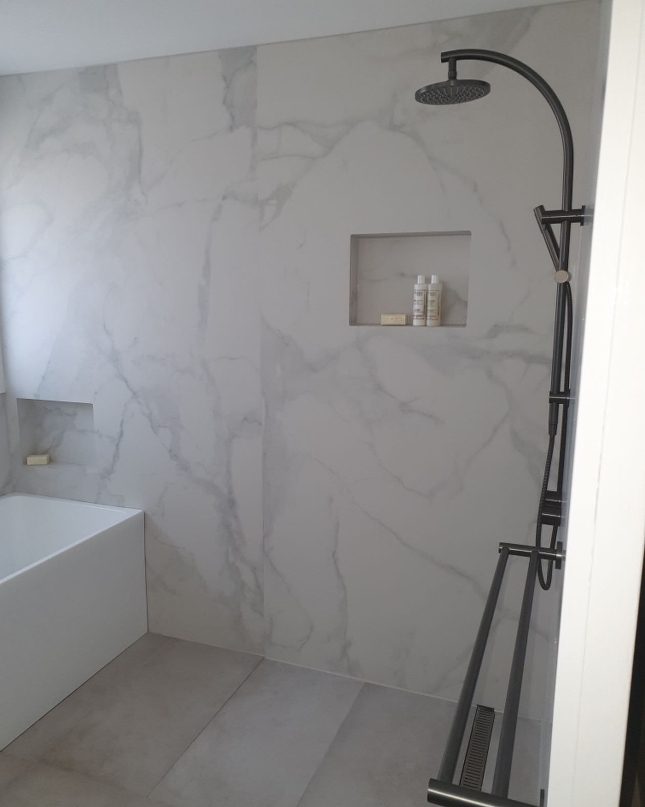 groutless large format porcelain bathroom shower wall